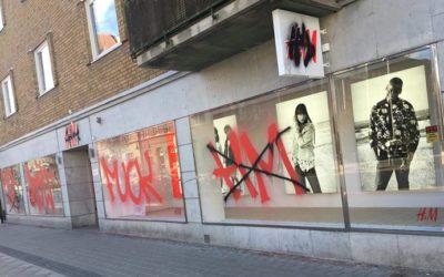 HM butik nedklottrad i Hässleholm – klottersanering nyheter