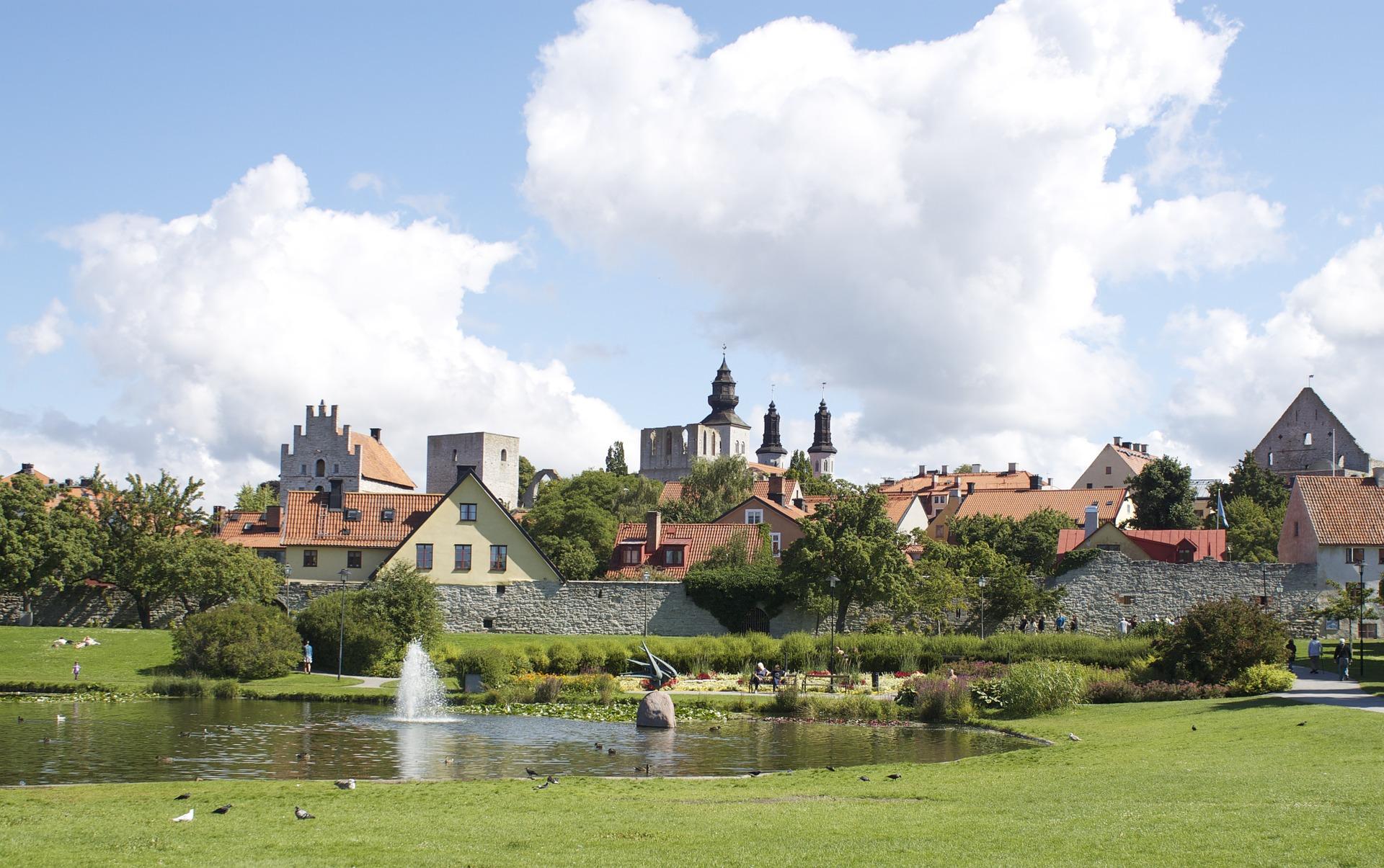 Unga män gripna för 63 klotter i Visby.