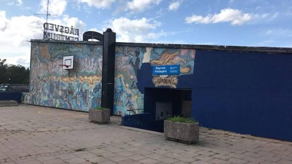 Klassiskt graffitimålning i Rågsved övermålad av misstag.